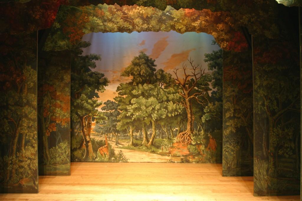WoodlandSceneREPLICAonstage_copyrightAndrewRussell_Moonburst